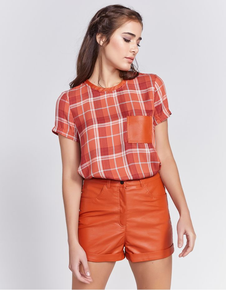 181019100_0074_010-T-SHIRT-PLAID-AND-LEATHER