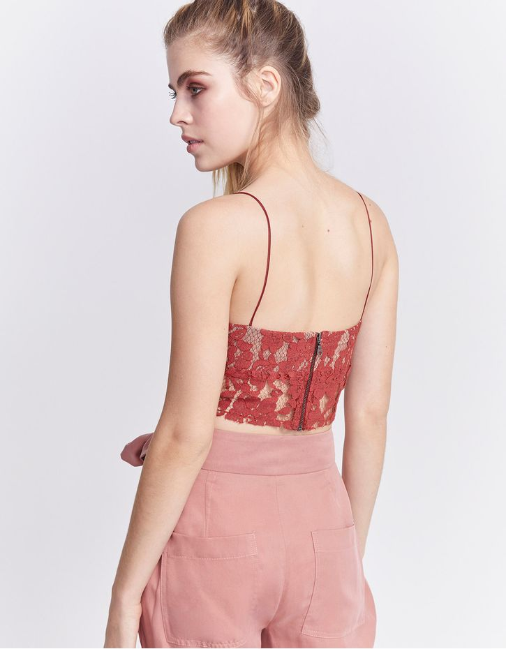 181019112_0123_040-TOP-CROPPED-LACE