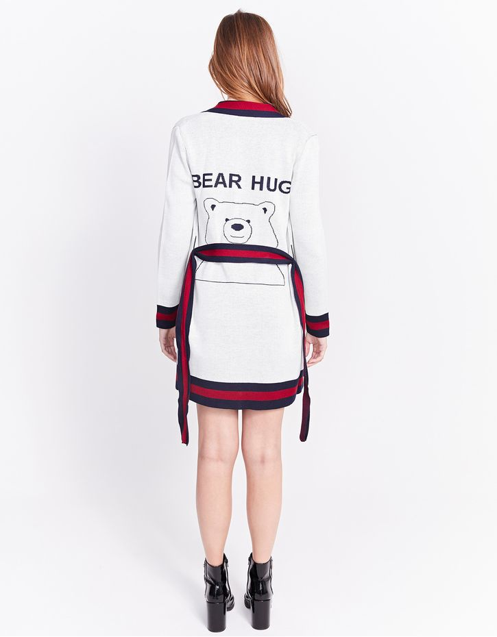181149403_0079_040-ROBE-BEAR-HUGS